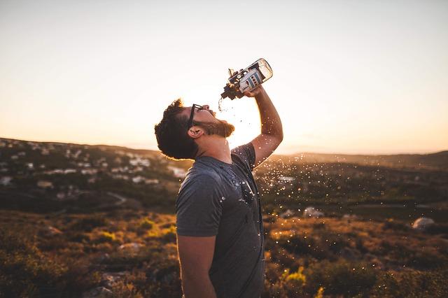 のどが渇いた水分補給炭酸水