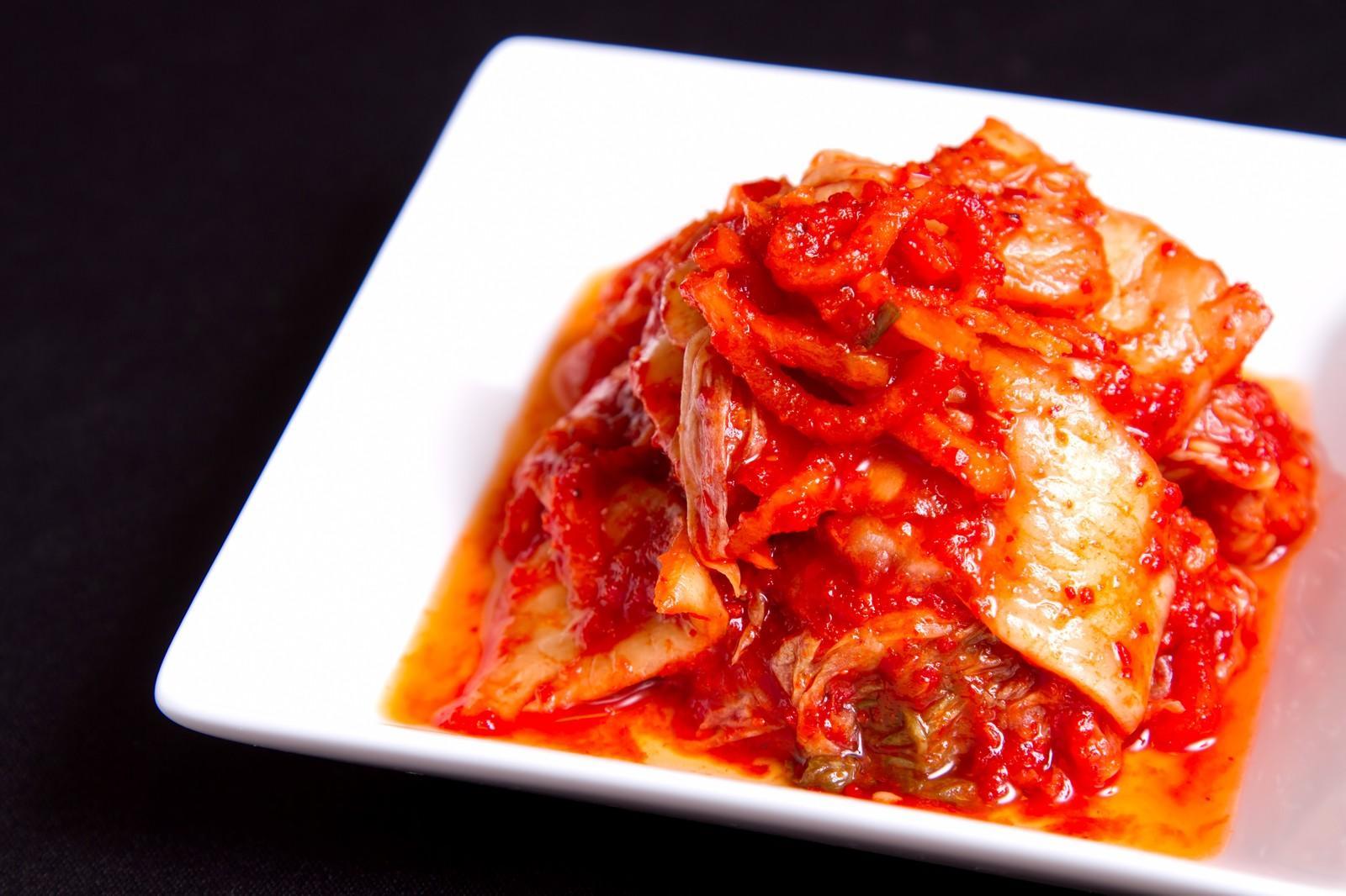 「お皿にのったキムチお皿にのったキムチ」のフリー写真素材を拡大